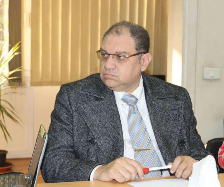 Photo of د. خالد سمير يكتب: كيف ننقذ شباب الأطباء (كيف ننقذ حياة المصرييين)