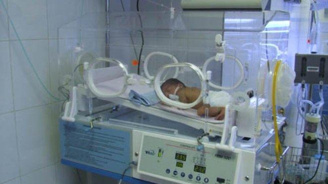 صورة النيابة الإدارية تحيل مدير مستشفي الوراق و6 أطباء للمحاكمة فى تفحم طفل بحضانة