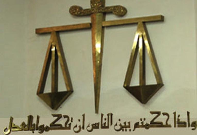 صورة الحصول على مساعدة من محام في الإمارات