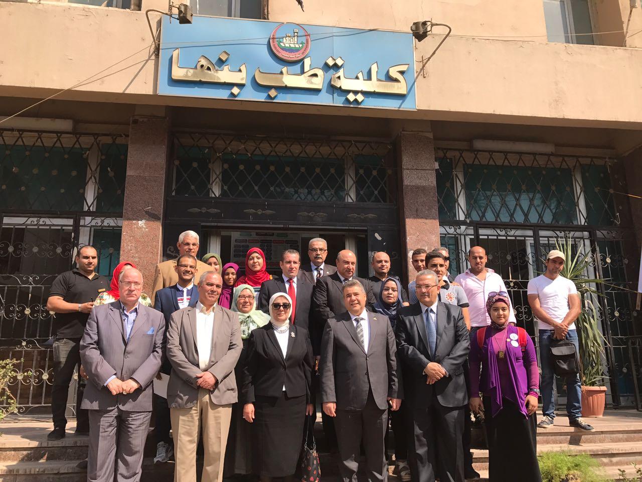 Photo of «بالصور».. نائب وزير الصحة تناقش مبادرة الرائد الجامعي بجامعة بنها