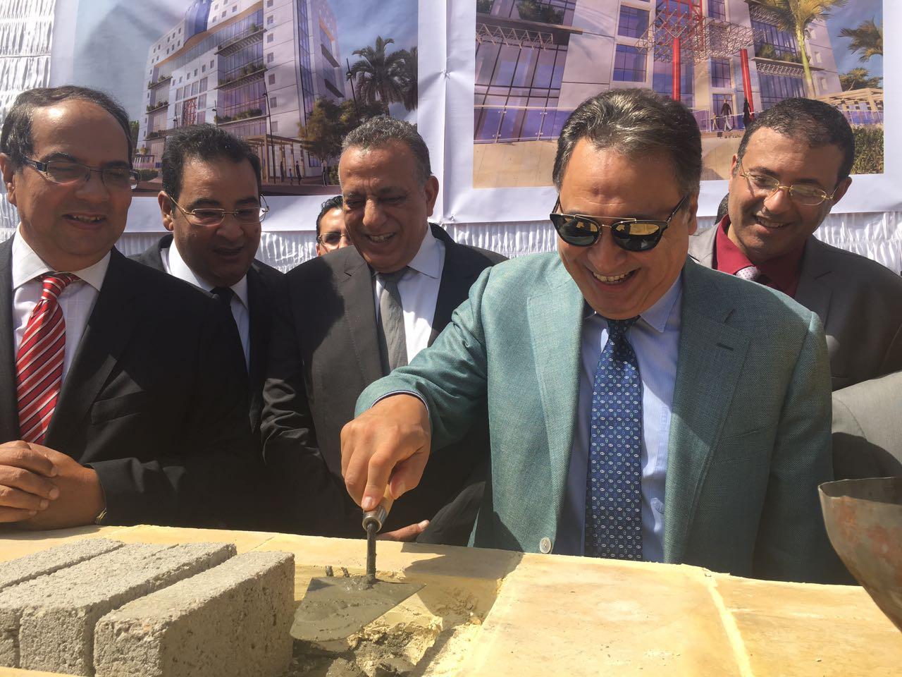 """صورة """"بالصور"""" .. وزير الصحة يضع حجر الأساس لمعهد الكبد الجديد بامبابة"""