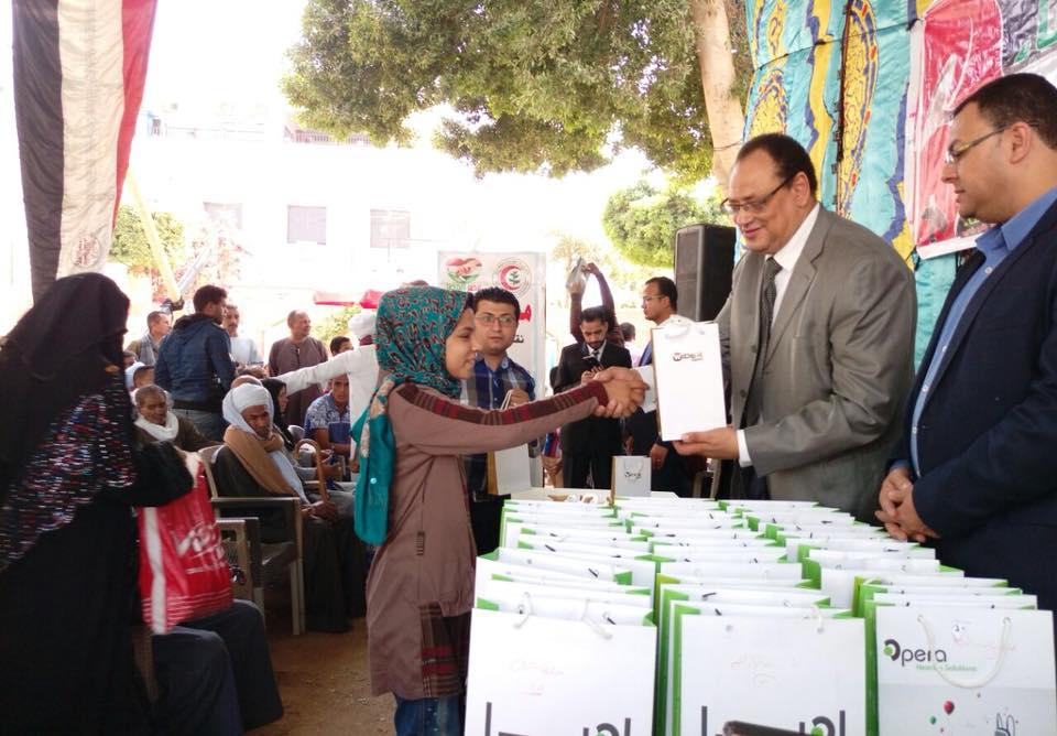Photo of   بالصور… حفل لمصر العطاء بسوهاج لتسليم 120 سماعة طبية بتكلفة 250 الف جنيه