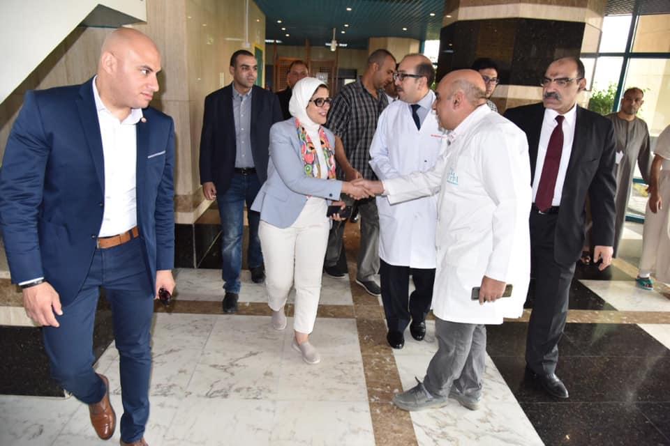 Photo of وزيرة الصحة تتفقد مستشفي زايد التخصصي وتؤكد جاهزيتها لأفضل خدمة طبية