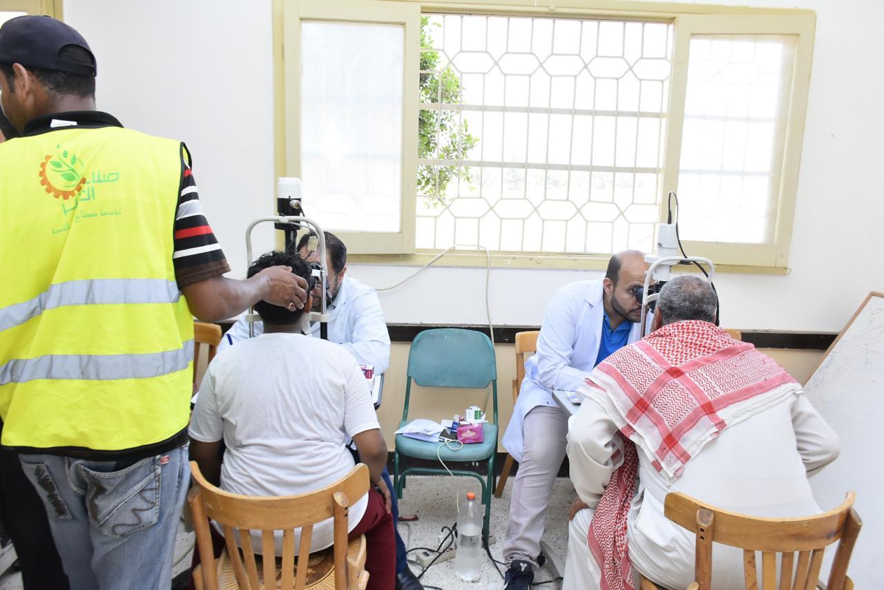 Photo of «عينك فى عنينا» تكافح العمى فى «البحر الأحمر» وتكشف على 650 مريضًا