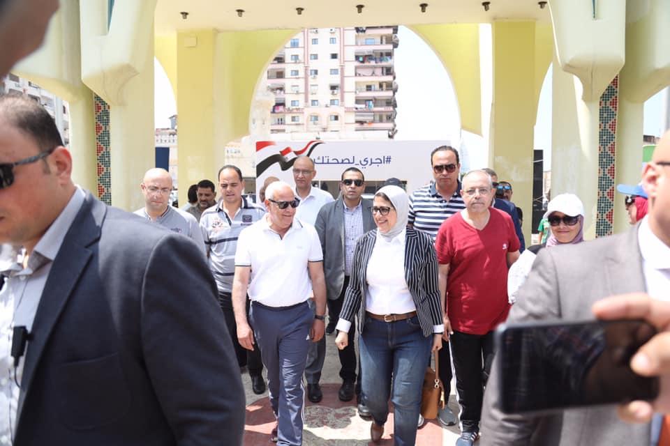 صورة بالصور .. وزيرة الصحة تشارك فى «مارثون» الوزارة ببورسعيد