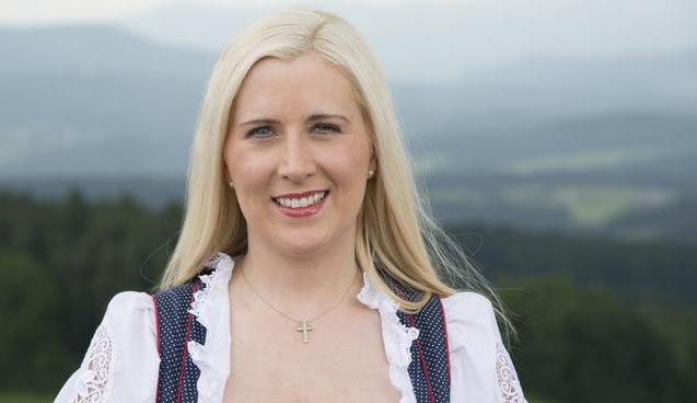 صورة عمدة بلدة ألمانية تعلن عن حاجة بلدتها لطبيب: أنا عزباء