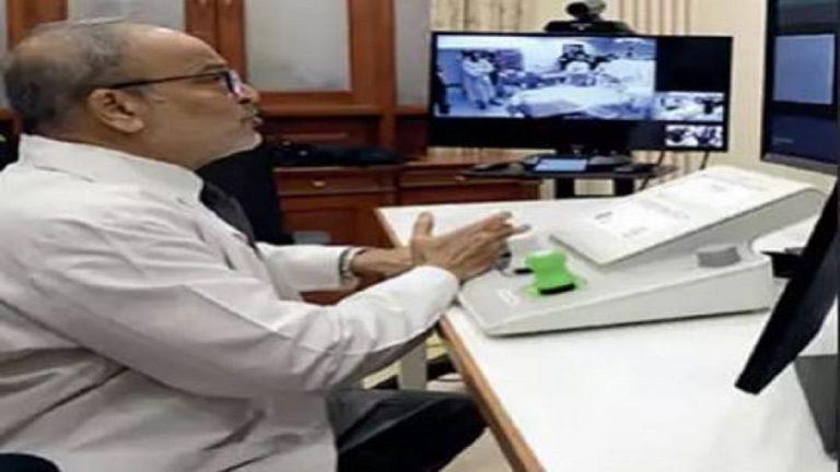 Photo of طبيب هندى يجرى 5 عمليات بالقلب لمرضى يبتعدون عنه 30 كم