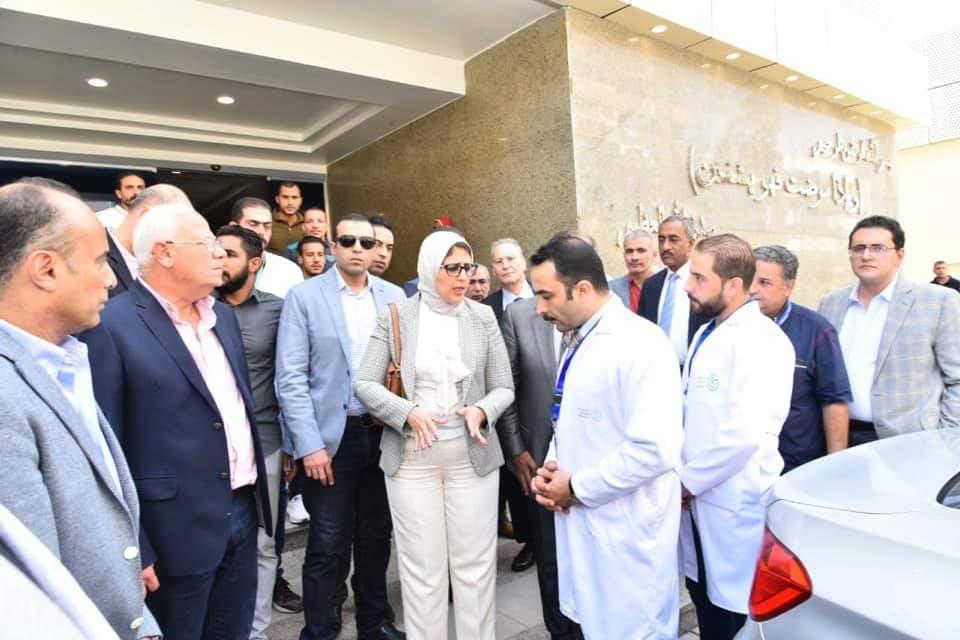 صورة وزيرة الصحة: مكافآت للعاملين بالتأمين الصحى حال اجراء بحث طبى مميز