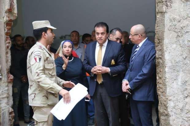 Photo of وزير التعليم العالى يتفقد تطوير مستشفى «قصر العينى»