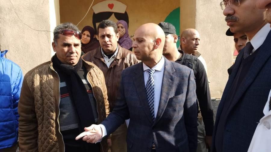 Photo of وكيل الوزارة بالشرقية يقيل مدير مستشفى الزقازيق