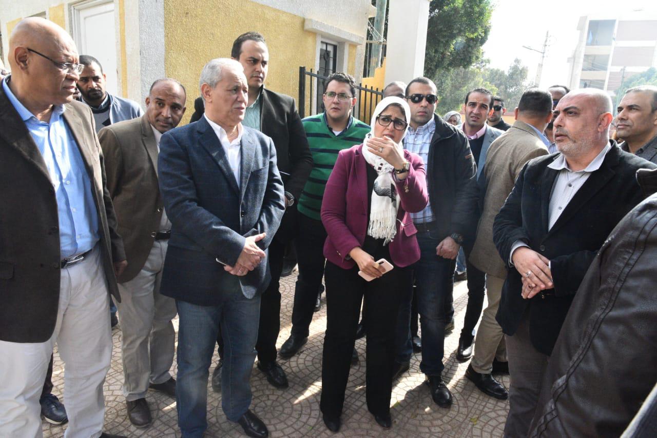 Photo of وزيرة الصحة تتفقد تجهيزات وحدات طب الأسرة بالأقصر استعدادا للتأمين الصحي