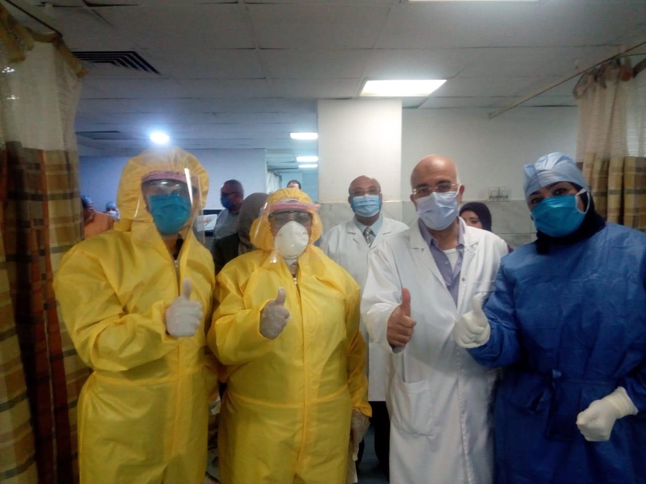 Photo of بعد اكتشاف حالات إصابة بكورونا.. رئيس هيئة المستشفيات يزور معهد القلب (صور)