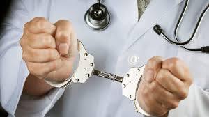 صورة تفاصيل احتجاز طبيب لجنة من الصحة داخل مركزه والشرطة تتدخل