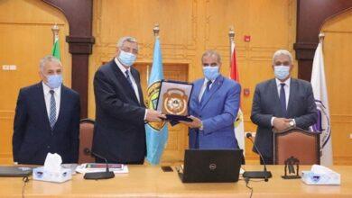 صورة جامعة الأزهر تكرم مستشار الرئيس للصحة ووزيرة الصحة السابقة