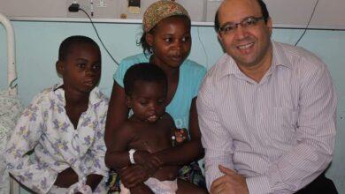صورة نقابة الأطباء تنعى أشرف عمارة أشهر جراح مصرى فى كينيا بعد وفاته بكورونا