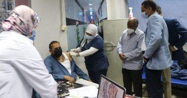 صورة مستشفى أسوان الجامعي تبدأ في تطعيم طاقمها الطبي ضد كورونا
