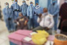 صورة أطباء مستشفى السنطة يحتفلون مع مرضى كورونا بشهر رمضان
