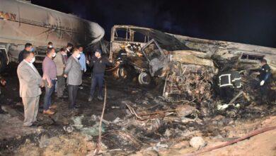 صورة ١٢ وفاة غي تصادم اتوبيس بسيارة نقل بطريق اسيوط