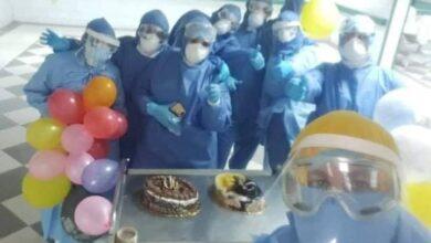 صورة بلالين وزينة وكعك.. مستشفيات العزل تحتفل بالعيد وتدخل البهجة على مرضى كورونا